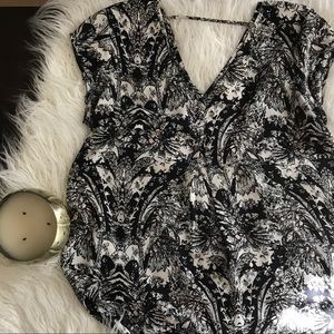 NORDSTROM BLOUSE WITH BLACK WHITE AND PINK PRINT